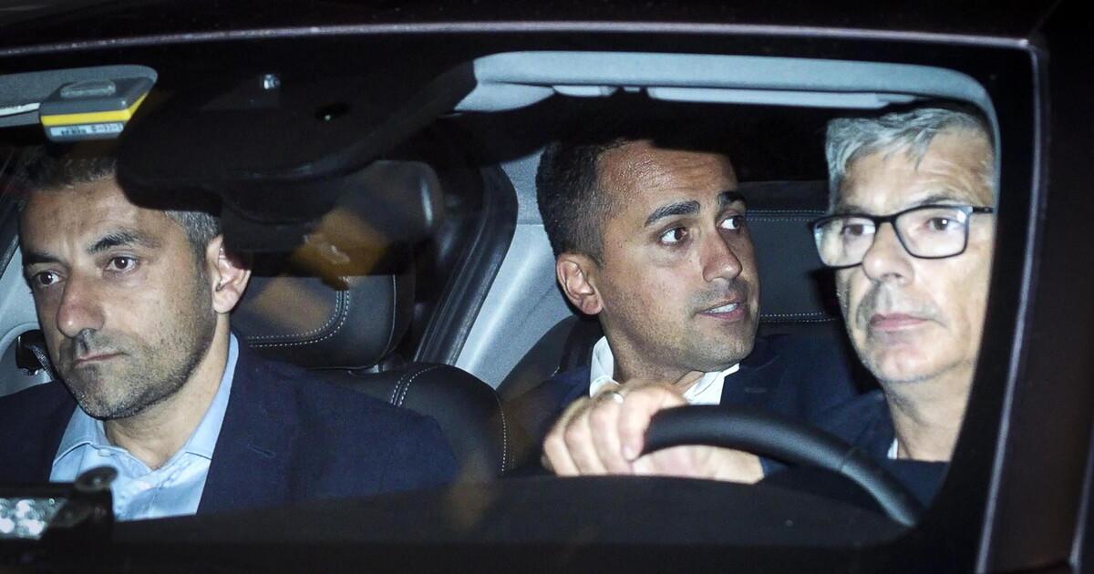 La foto di Di Maio in auto blu e la lezione di Rotondi thumbnail