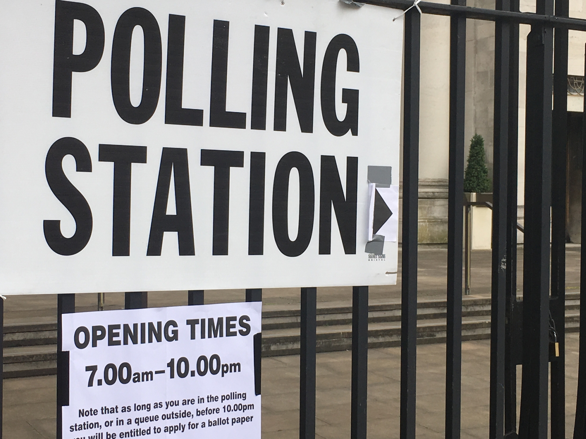 Elezioni inglesi: Theresa May perde consensi e seggi, Jeremy Corbyn ne guadagna