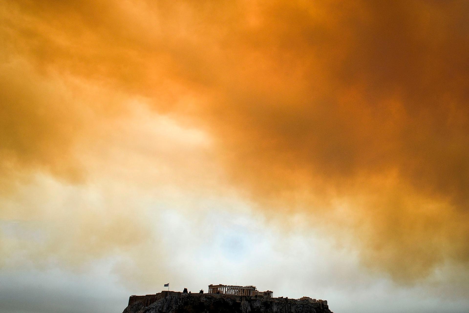 GRECIA Dramma incendi ad Atene, si temono oltre 100 morti