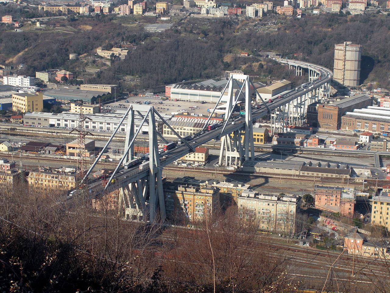 I video del crollo del ponte Morandi a Genova