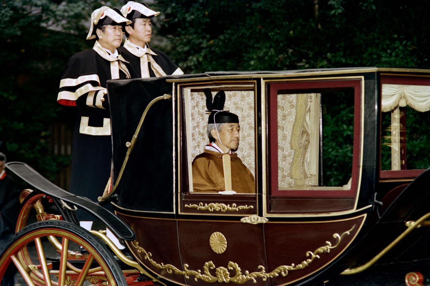 L'imperatore giapponese farà il pendolare per un po'